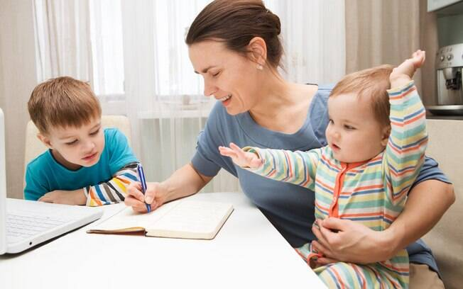 Na web, mãe, de forma anônima, diz que tem um filho preferido e pergunta se é normal se sentir assim; usuários opinam