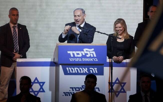 O primeiro-ministro israelense na sede de seu partido, Likud, celebra vitória na semana passada