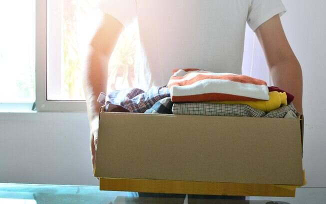 Quando for limpar a casa, uma dica para a limpeza completa é separar para doação o que não usa mais e está em bom estado