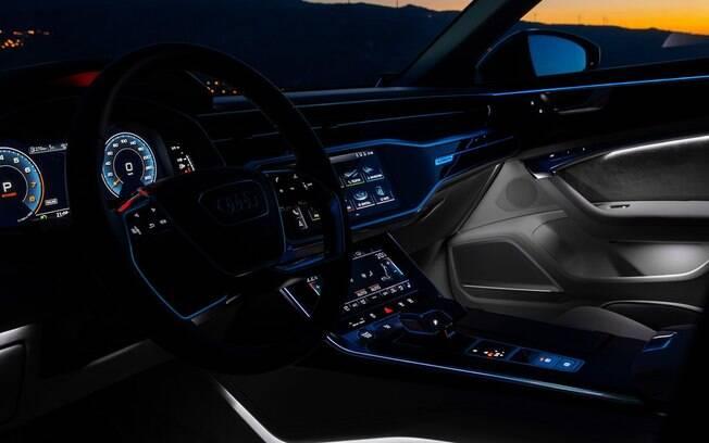 Audi A6 2020 vem com sistema multimídia de últiga geração e luz ambiente configurável entre os itens de série