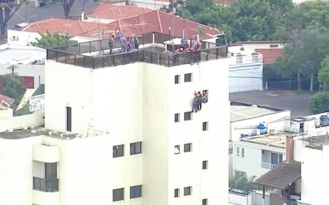 A polícia está investigando se o homem tentou roubar um dos imóveis do local