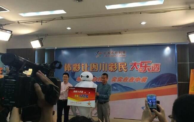 Ganhador do prêmio milionário entregue na cidade de Chengdu, na província chinesa de Sichuan