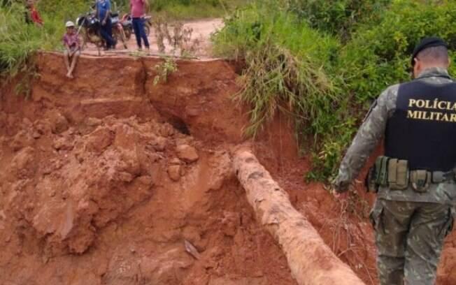Rompimento de barragem destruiu pontes em município de Rondônia