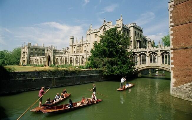 A cidade universitária abriga uma das mais renomadas instituições de ensino do mundo, a University of Cambridge