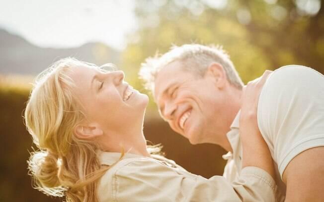 Para aumentar a libido e manter a vida sexual ativa, o diálogo com o parceiro é fundamental para não cair na rotina