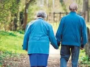 Zelo. Cuidados com idosos, seja por um membro da família ou não, requer paciência devido ao desgaste emocional