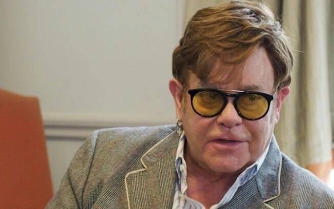 Elton John critica rapper DaBaby por comentário preconceituoso sobre a AIDS