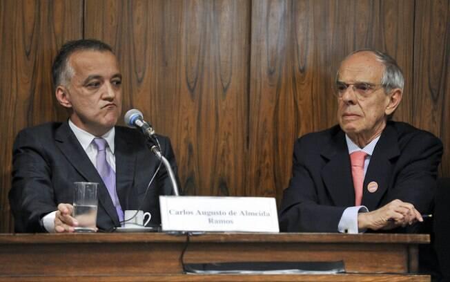 Carlinhos Cachoeira foi defendido pelo ex-ministro Marcio Thomaz Bastos, que recebeu honorários milionários