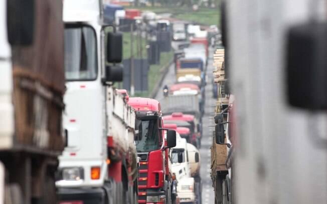 Ministério da Infraestrutura está mediando a definição sobre uma tabela de frete mínimo para caminhoneiros com industriais