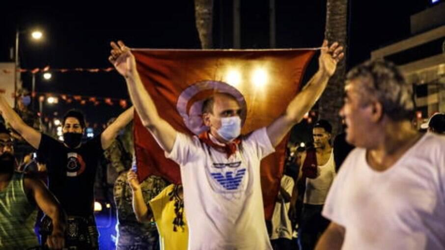 Apoiadores do presidente Kais Saied protestam em Túnis