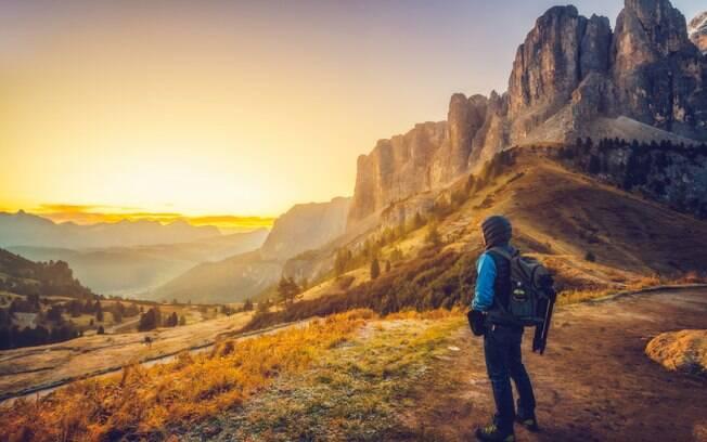 As Dolomitas, que são os alpes italianos, oferecem diversos pontos para o turista assistir o espetáculo do nascer do sol