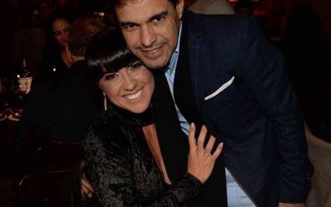 Zezé di Camargo pediu a mão de Gracielle Lacerda em casamento no dia dos namorados
