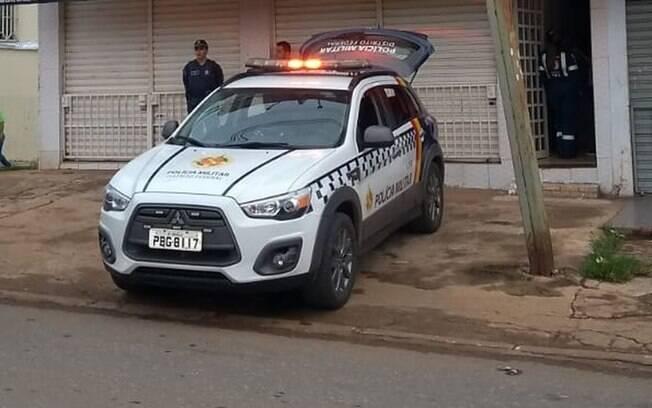 carro da polícia estacionado em cena do crime