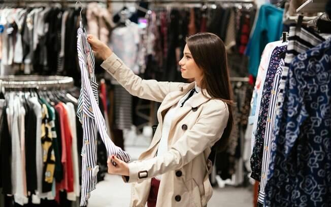 Antes de copiar os looks das famosas é ideal pensar no próprio estilo e personalidade para não ter erro ao comprar