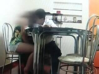 Professor é flagrado com aluna
