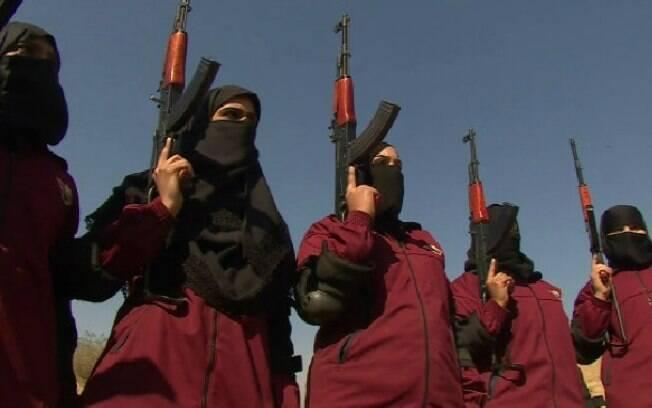 Soldadas durante treinamento no território do país asiático: elas combaterão mulheres terroristas
