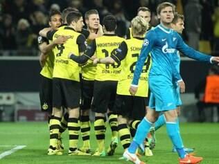 Jogadores do Borussia comemoram classificação às quartas de final da Liga dos Campeões
