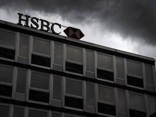 (FILES) In this file picture taken on on June 14, 2013 clouds gather over a sign of HSBC private bank (Suisse) in the center of Geneva.   A cache of secret bank files shows that HSBC's Swiss banking arm helped wealthy customers avoid taxes and hide millions of dollars, according to a report by a network of investigative journalists released on February 8, 2015.  AFP PHOTO / FABRICE COFFRINI