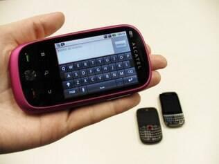 Smartphone da Alcatel com Android é o único aparelho, entre os analisados, que adota apenas teclado virtual