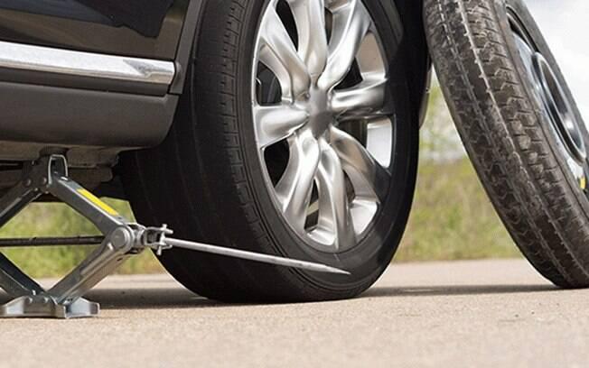 Como usar o macaco é o básico da manutenção do próprio carro. Veja o que mais é preciso se atentar
