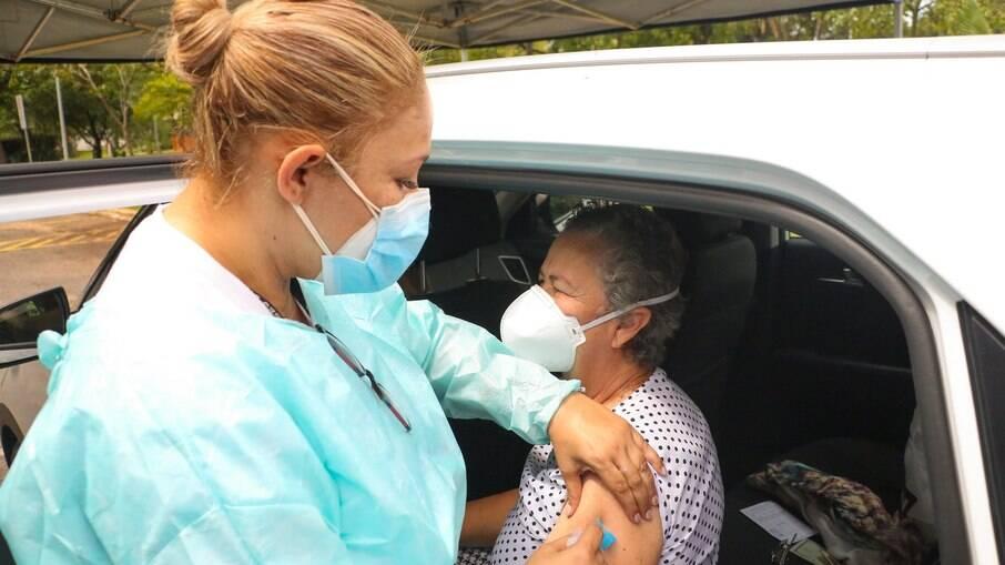 2° dose da vacina contra Covid-19 deve ser tomada mesmo fora do prazo, diz Saúde