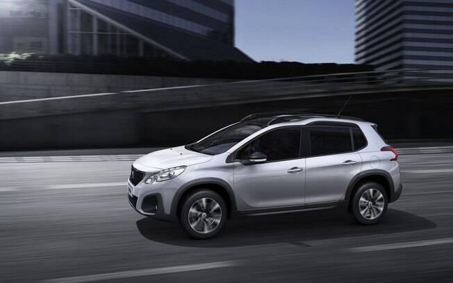 Peugeot 2008 ficou com frente mais elevada, reforçando seu caráter SUV, e ganhou câmbio automático na versão turbo