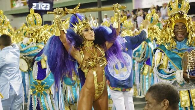 Vila Isabel abre a segunda noite de desfiles no Rio