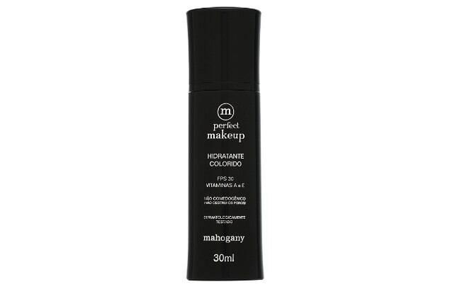 O hidratante colorido, da Mahogany, contém pigmentação voltada para o tom da pele da mulher, com cobertura leve e FPS 30 l R$78