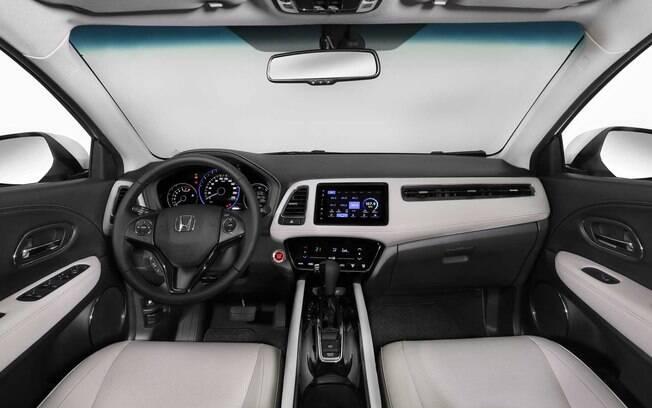 Honda HR-V Turbo tem revestimento de tom claro no interior entre as diferenças em relação às demais versões do SUV