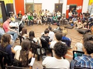 Diálogo.Artistas,professores e estudantes participam de debate na sede do Grupo Galpão