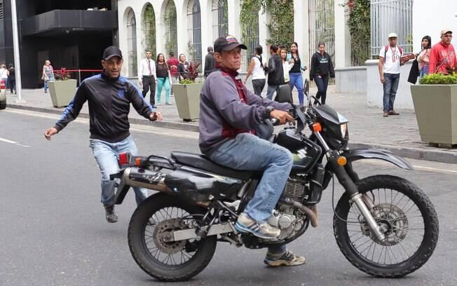 Assembleia Nacional da Venezuela publicou fotos dos homens que atacaram deputados