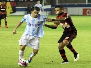 Partida entre Macaé e Flamengo, pelo Carioca, ficou marcada por briga de torcidas
