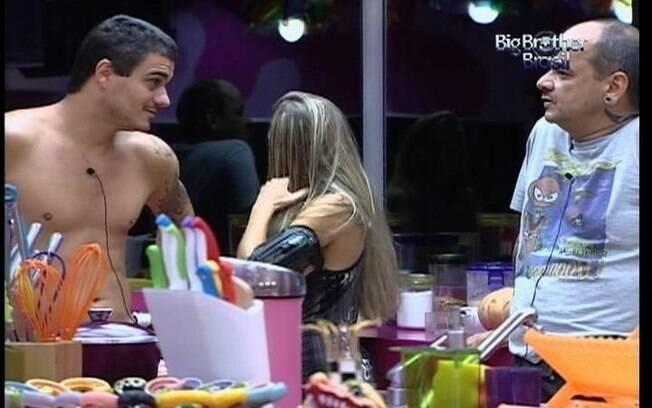 Rafa fala mal de Fabiana para João Carvalho