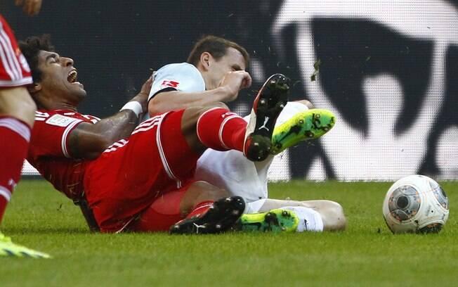 Dante se machuca em lance da partida entre Bayern e Mainz