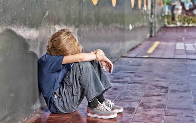 Criança foi vítima de bullying dentro de escola e, de acordo com os pais, direção do colégio foi negligente