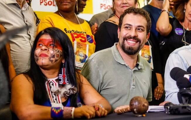 Psol decidiu eleger o nome da ativista indígena, Sônia Guajajara, como vice de Boulos nas eleições