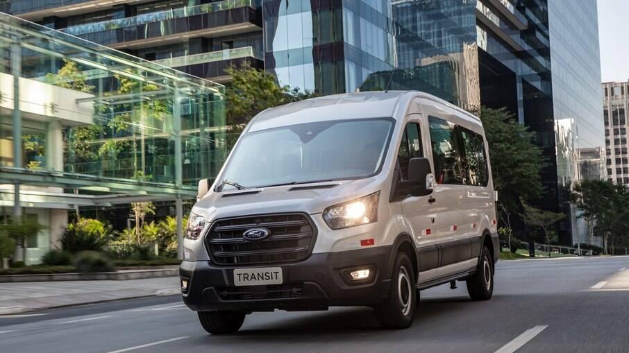Ford aposta em uma generosa lista de equipamentos para emplacar nova geração da Transit