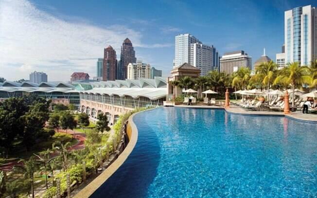 Mandarim Oriental Hotel Kuala Lampur oferece piscina com vista para paisagem alta da Malásia