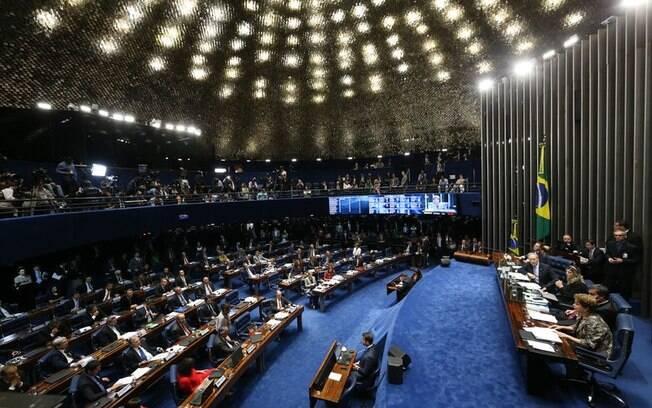 Protestos  de deputados fizeram Beto Mansur, que presidia a Câmara, suspender os trabalhos para tentar um acordo
