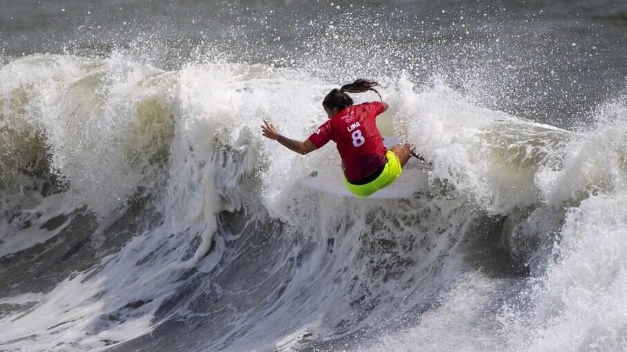 Silvana Lima passa às quartas do surfe feminino