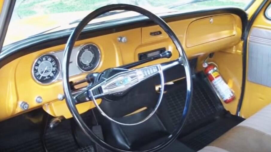 Chevrolet C10 vinha com banco para até três ocupantes e alavanca de câmbio na coluna de direção