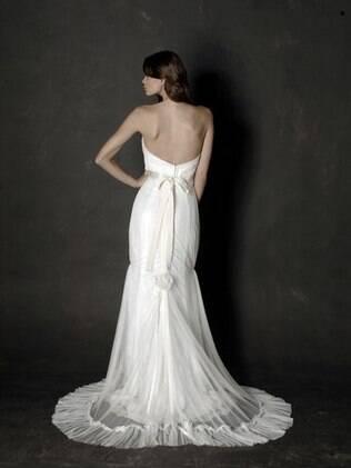 Para fugir da cor branca, vestido com mescla de tons off-white. Modelo de Carla Gasper