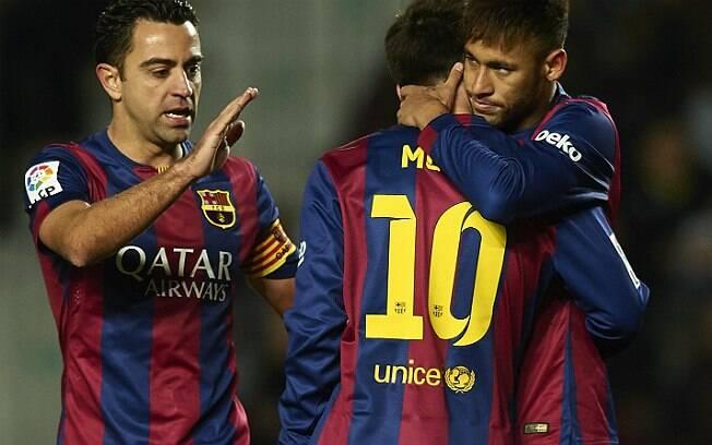 Xavi ao lado de Messi e Neymar
