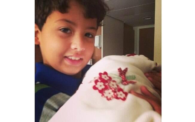 Miguel apresenta a irmã