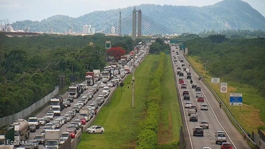 Motoristas encontram congestionamento na chegada a São Paylo pelo Sistema Anchieta-Imigrantes