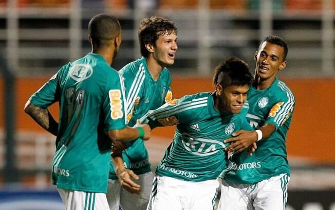 Leandro comemora gol do Palmeiras na vitória  contra o Botafogo-SP