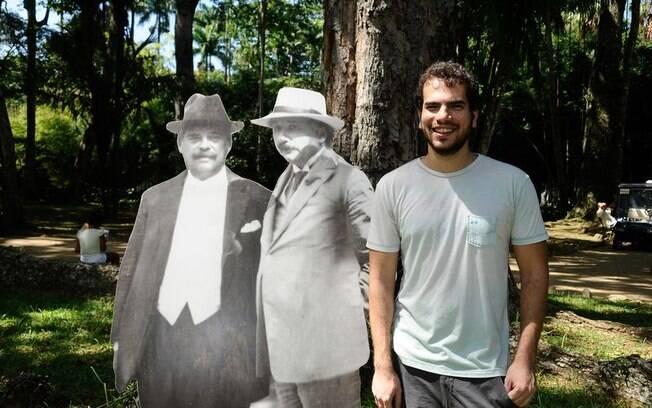 Matemático premiado Artur Ávila planta jequitibá em homenagem a Einstein no Rio