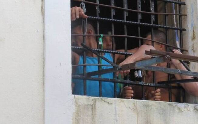 Presos na cadeia Raimundo Vidal Pessoa pedem transferências por medo de vingança de inimigos a qualquer instante