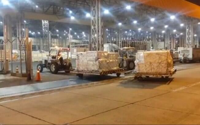 Viracopos recebe mais um voo com 924 mil vacinas da Pfizer
