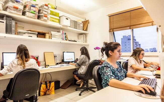 O escritório dos Jacobsen conta ainda com um espaço voltado à decoração de interiores